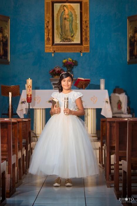 Niña en Iglesia