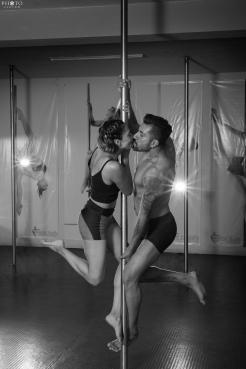 Sesión fotográfica pre weddding en pole dance studio