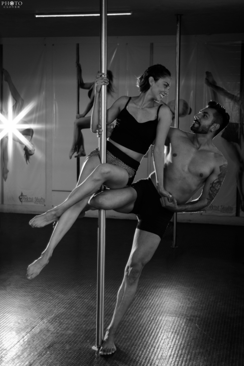 Pre_Wedding_Workout_Couple_poledance (7)